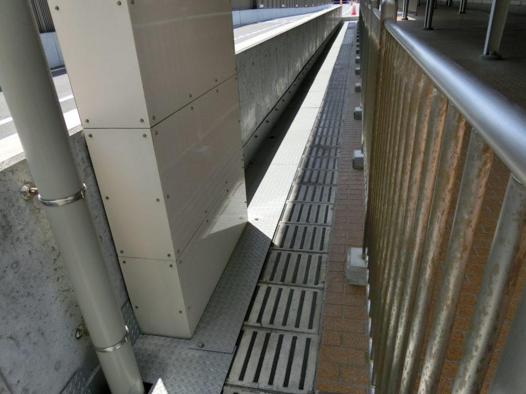 大阪駅 旧11番線ホーム跡すべり止め