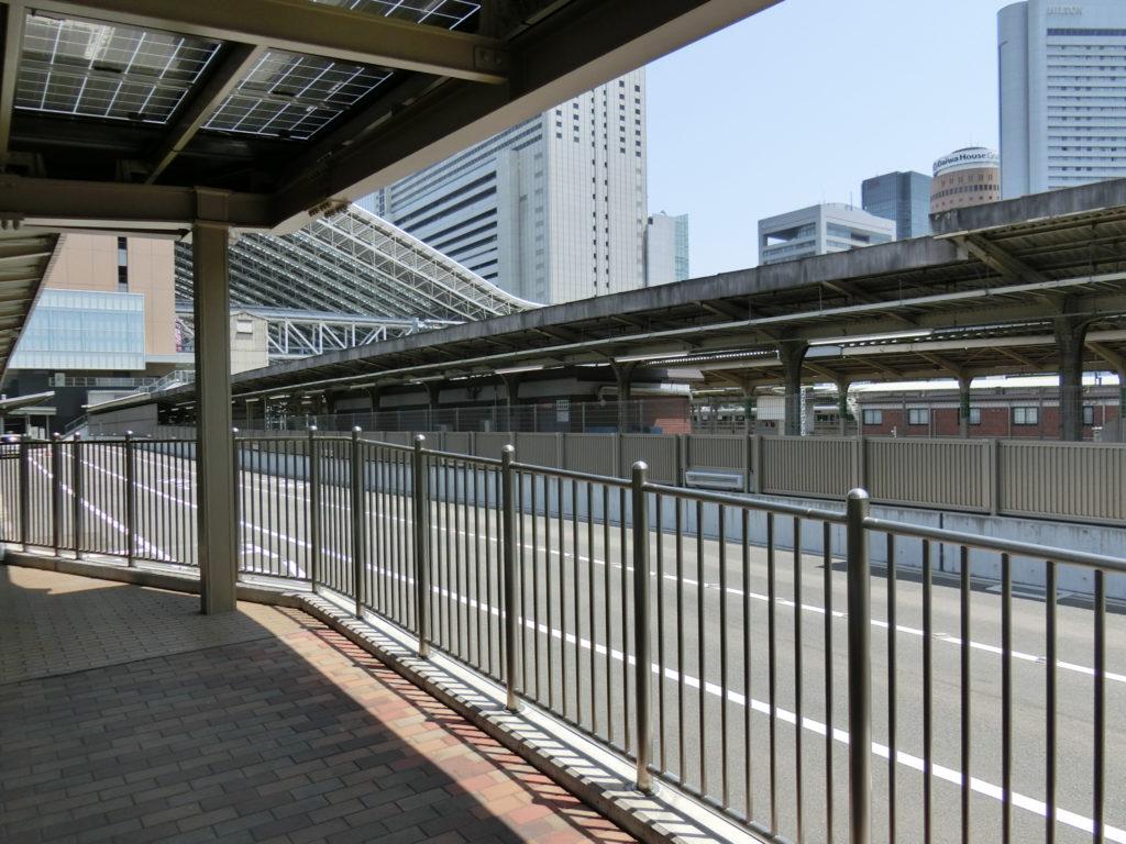 旧11番線ホーム跡から大阪駅を眺める