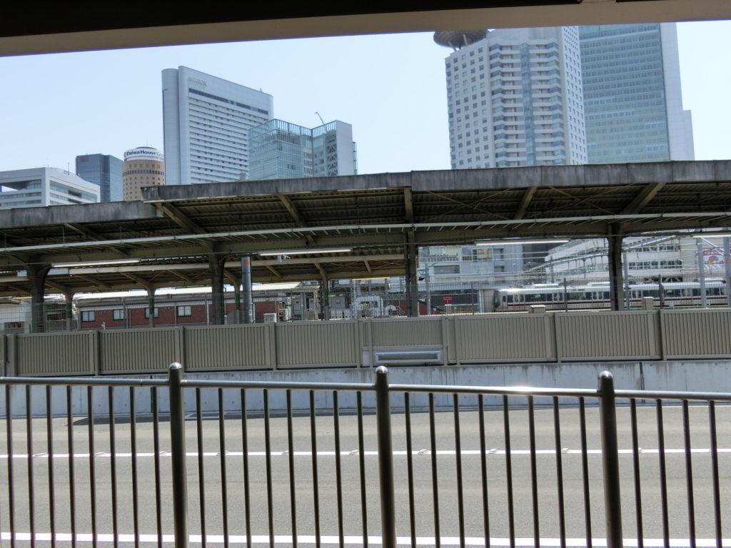 通路の向こうは現在の大阪駅11番線ホーム