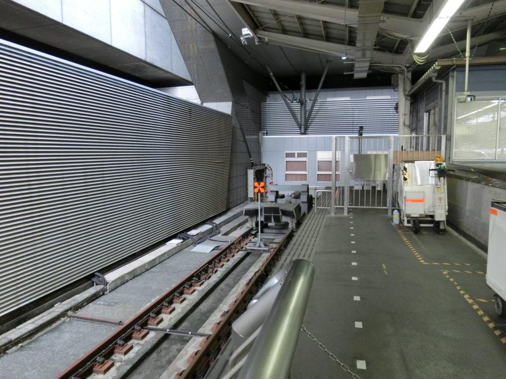 東京駅16番線終端と車止め