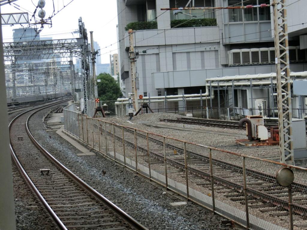 東京駅22・23番線ホームから見る14・15番線の終端