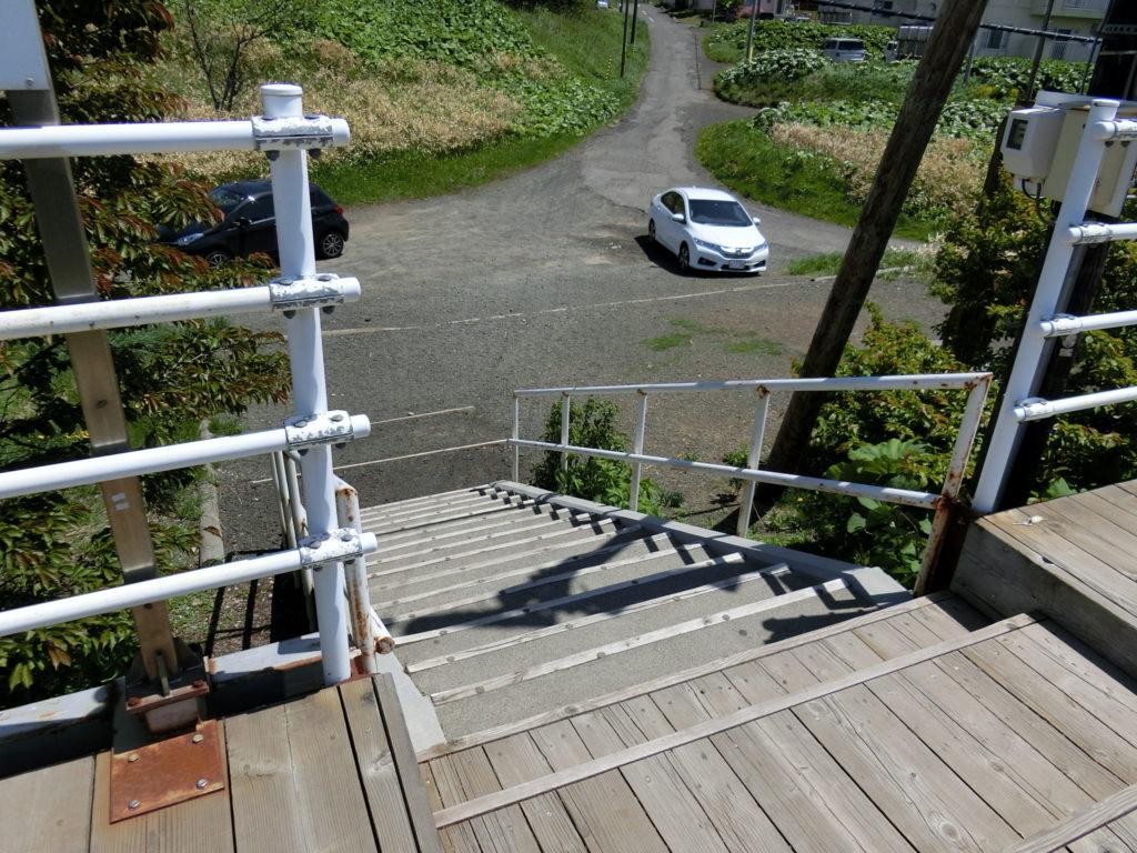 日本最東端の駅 東根室駅 ホームから道路へ降りる階段