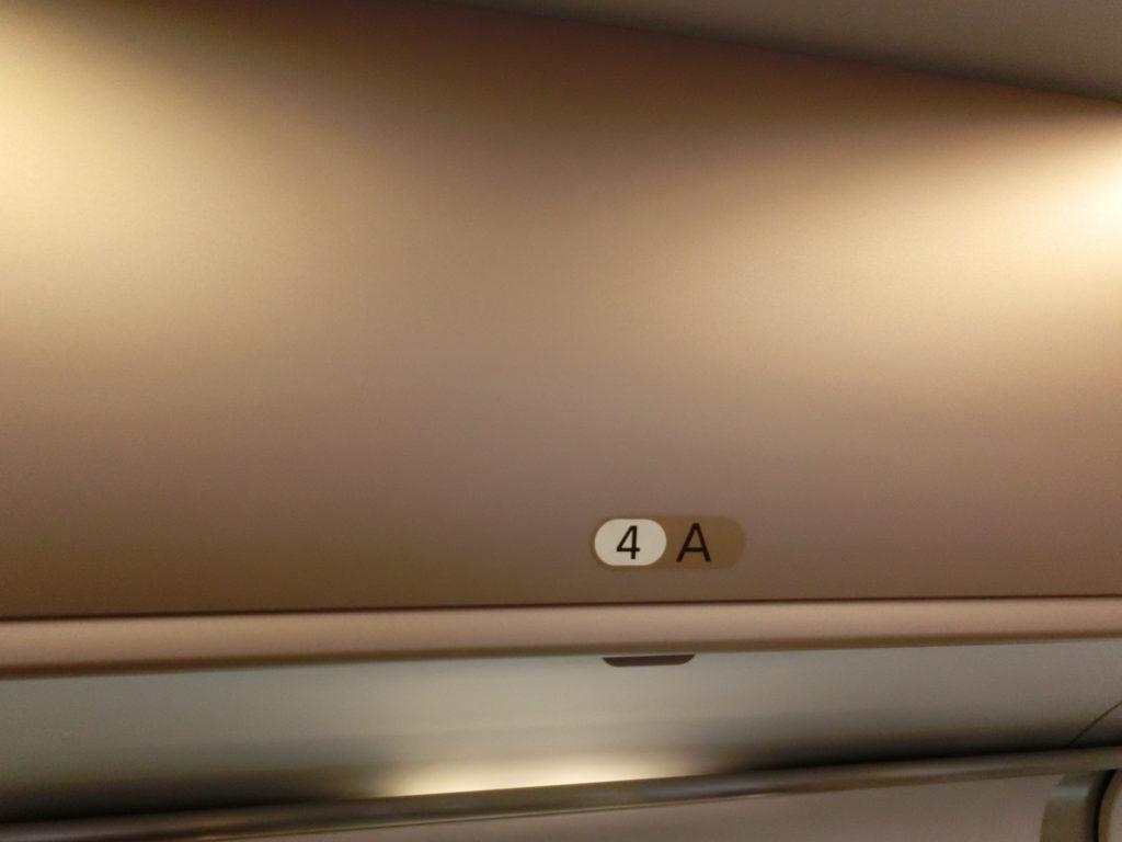 はやぶさグランクラス荷物棚