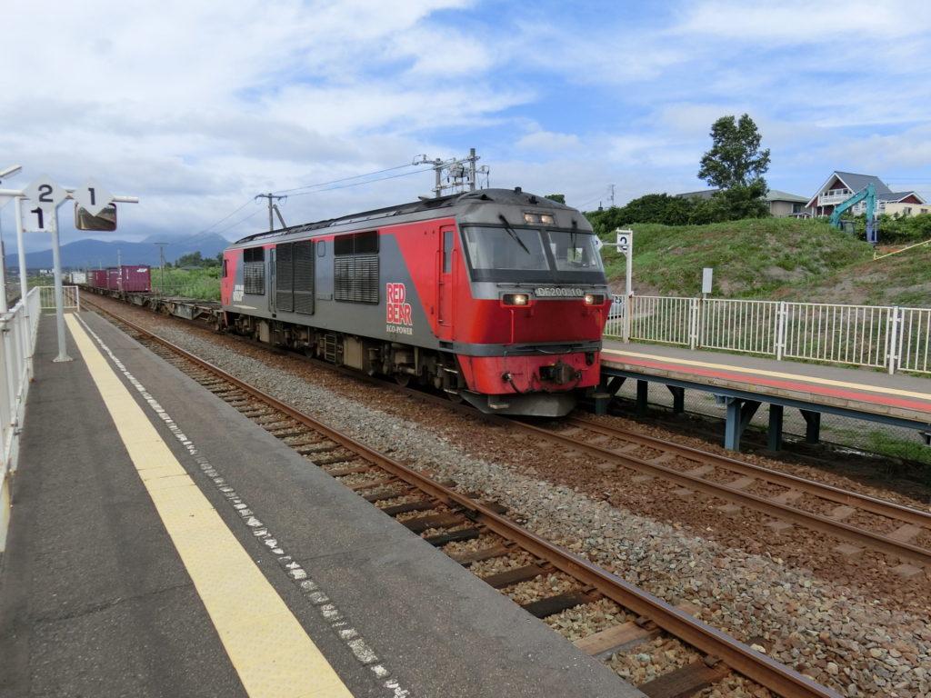 北舟岡駅 貨物列車通過