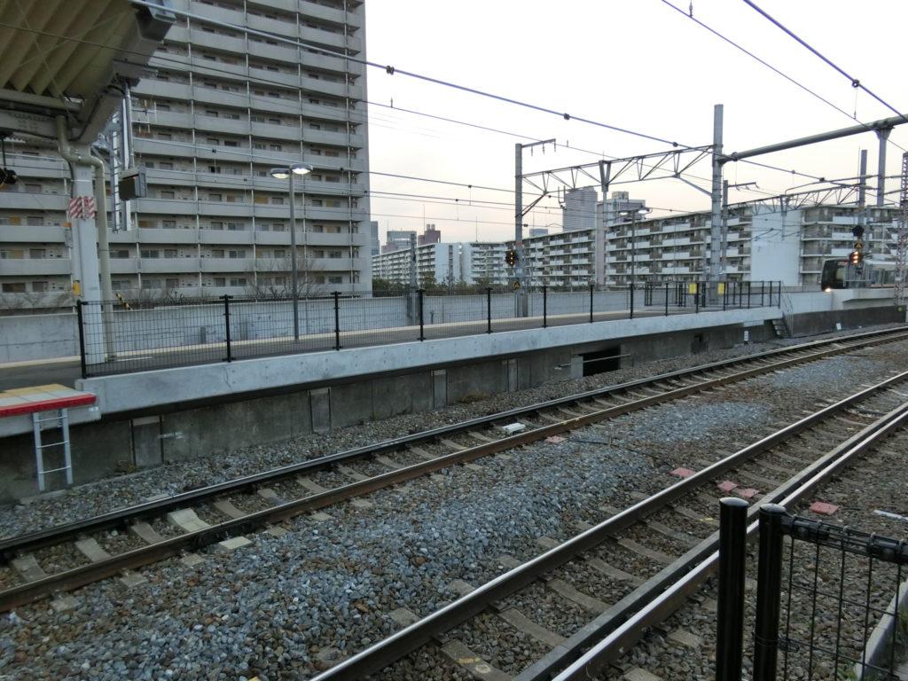 鴫野駅ホーム