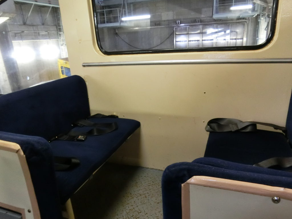 ケーブルカーの座席
