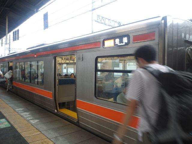 米原駅から新快速列車に乗車