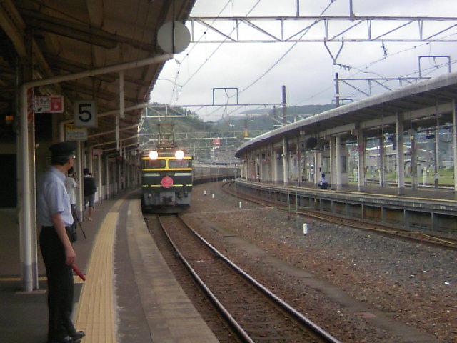 寝台特急「トワイライトエクスプレス」敦賀駅に到着