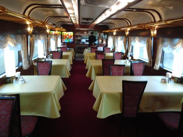 トワイライトエクスプレスの食堂車ダイナープレヤデス車内