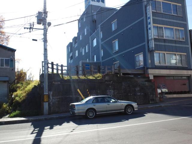 寿司屋通りから旧手宮線の鉄橋跡を眺める