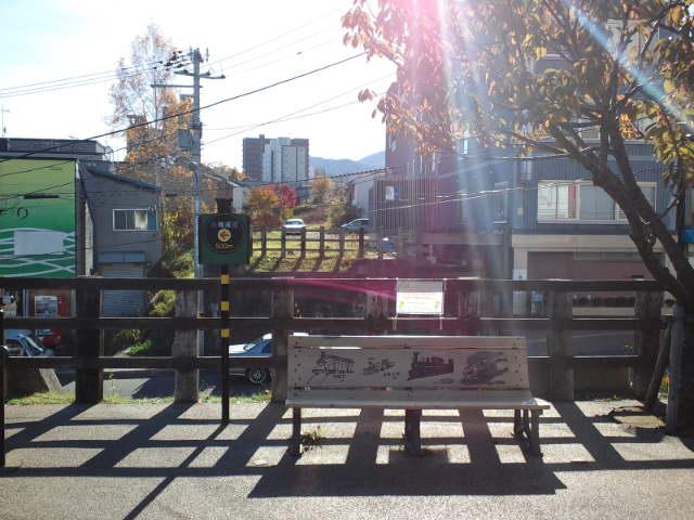 旧手宮線跡遊歩道から旧手宮線南小樽方面を眺める