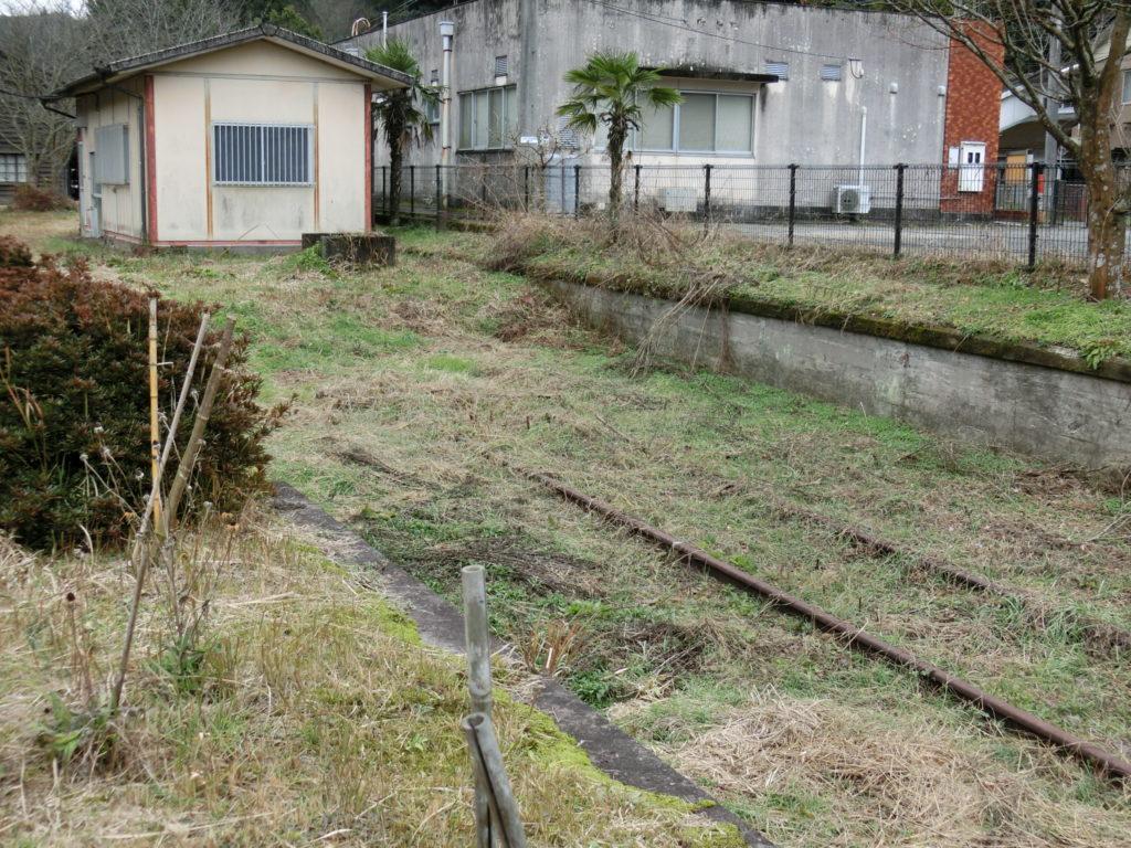 嘉例川駅 引き込み線跡 草に埋もれている