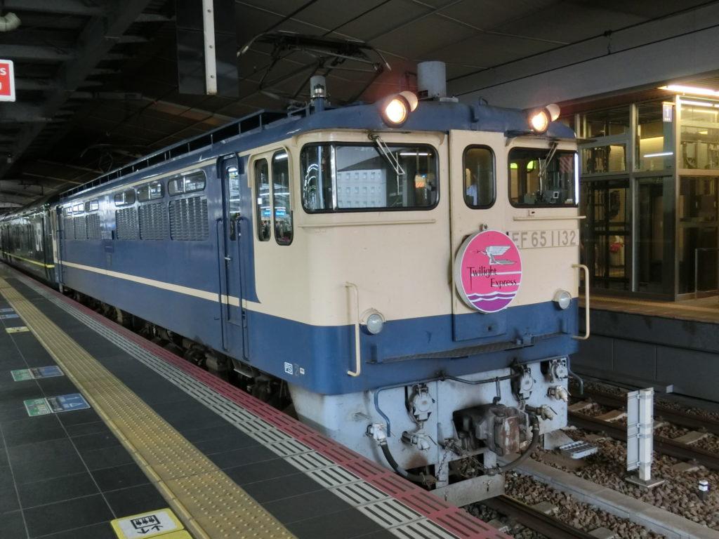特別なトワイライトエクスプレス 牽引機関車(電気機関車EF65-1132)